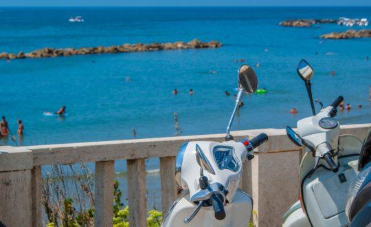 Een scooter huren aan de Adriatische Zee